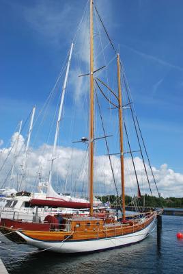 A wishbone-staysail schooner rig.